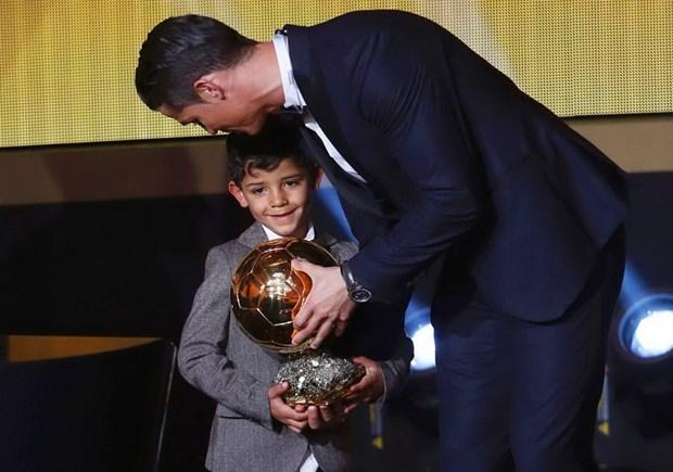 Cristiano Ronaldo doat Qua bong vang FIFA 2014: Dieu xung dang! hinh anh 1