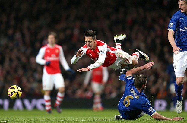 Arsenal tra gia dat sau chien thang nhoc nhan truoc Leicester hinh anh 1