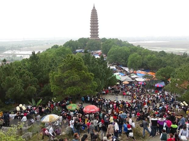 Bac Ninh: Hang van nguoi tray hoi Phat Tich cau binh an hinh anh 1