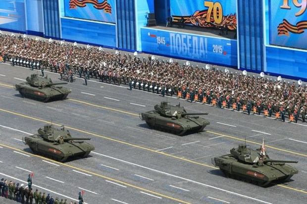[Video] Can canh xe tang T-14 Armata va T-90 qua Quang truong Do hinh anh 1