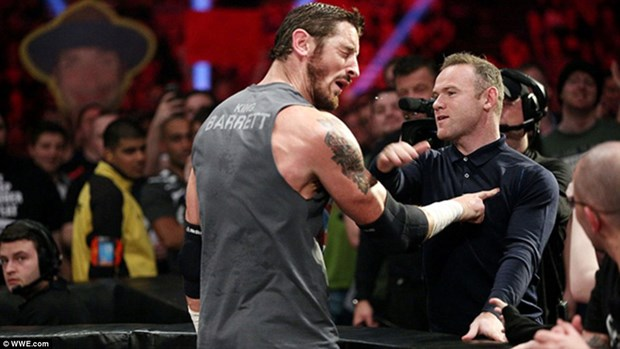 Wayne Rooney gay soc khi tat vo sy Wade Barrett giua dam dong hinh anh 1