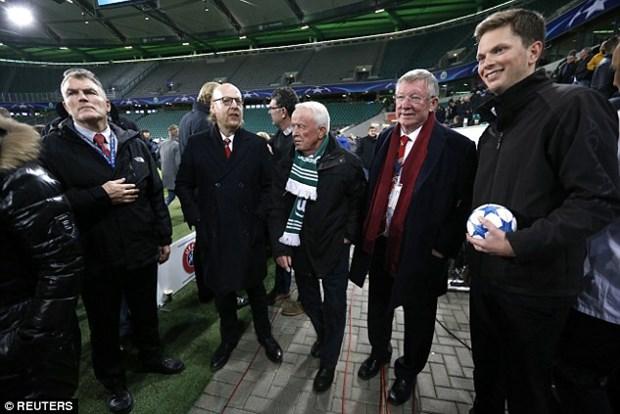 Nghi co khung bo, Sir Alex phai o lai san sau tran Wolfsburg-M.U hinh anh 1