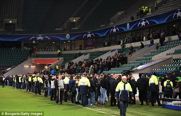 Nghi co khung bo, Sir Alex phai o lai san sau tran Wolfsburg-M.U hinh anh 3