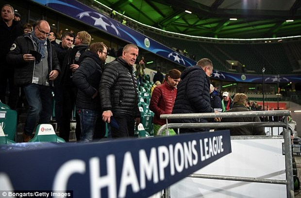 Nghi co khung bo, Sir Alex phai o lai san sau tran Wolfsburg-M.U hinh anh 4