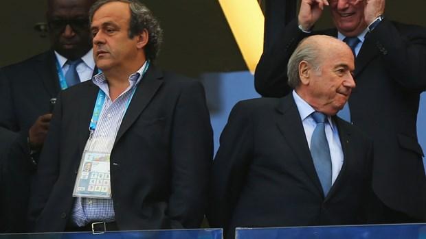 Sepp Blatter va Michael Platini len tieng sau an phat cua FIFA hinh anh 1
