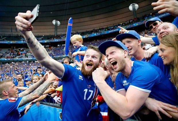 BLV Iceland khoc nuc no khi doi nha gianh ve vao vong 1/8 hinh anh 2