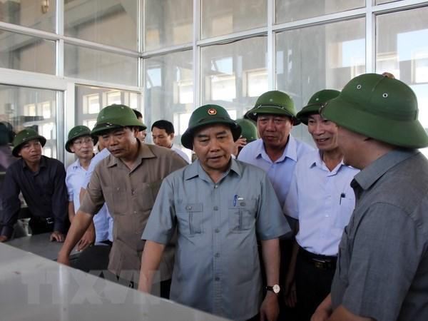 Thu tuong kiem tra viec khac phuc hau qua bao so 1 o Nam Dinh hinh anh 1