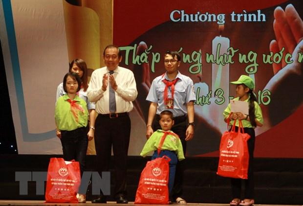 """Pho Thu tuong du chuong trinh """"Thap sang nhung uoc mo"""" hinh anh 1"""