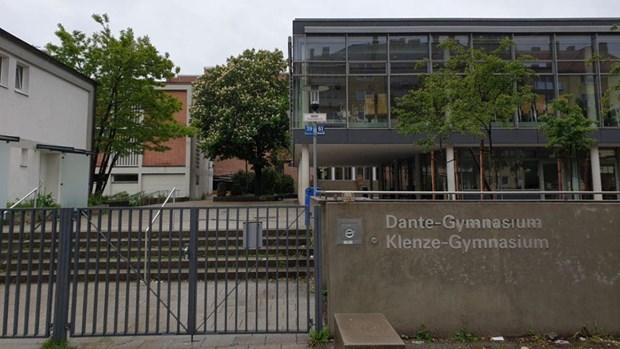 Đức sơ tán học sinh khỏi hai trường trung học ở thành phố München