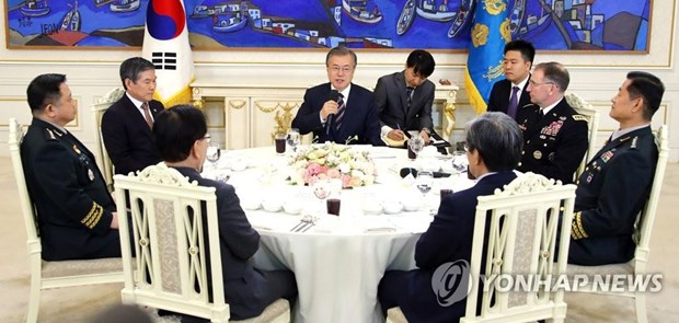 Tong thong Han Quoc Moon Jae-in gap cac chi huy quan su chu chot hinh anh 1