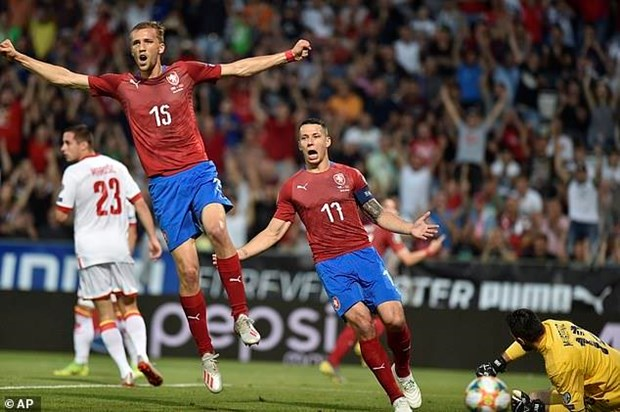 Vong loai Euro: Tay Ban Nha xay chac ngoi dau, Sec duoi kip Anh hinh anh 1