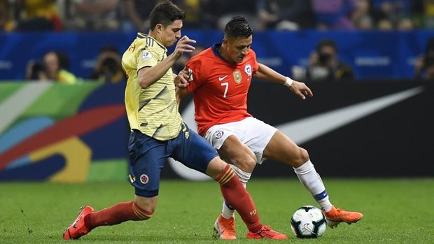Ha Colombia tren cham luan luu, Chile vao ban ket Copa America hinh anh 2