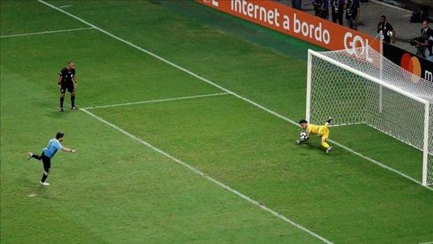 Suarez sut hong luan luu, Uruguay cay dang chia tay Copa Ameria hinh anh 1