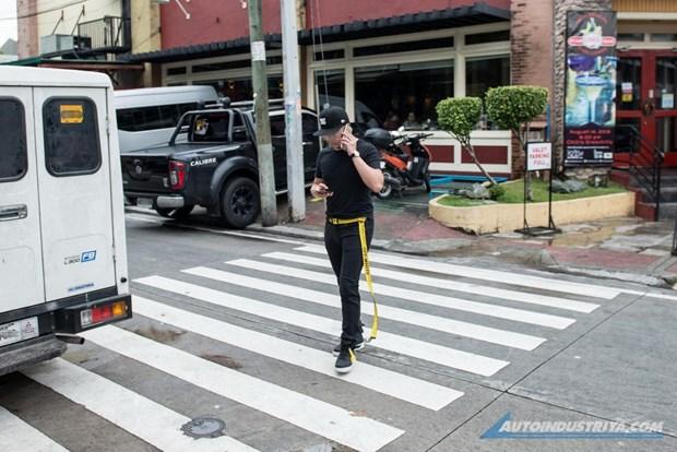 Philipines: Baguio cam su dung thiet bi dien tu khi di bo tren pho hinh anh 1