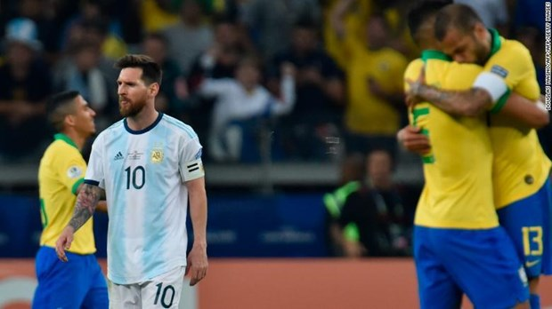 Copa America 2019: 'Con ac mong' van deo bam Lionel Messi hinh anh 2