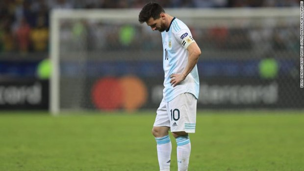 Copa America 2019: 'Con ac mong' van deo bam Lionel Messi hinh anh 1