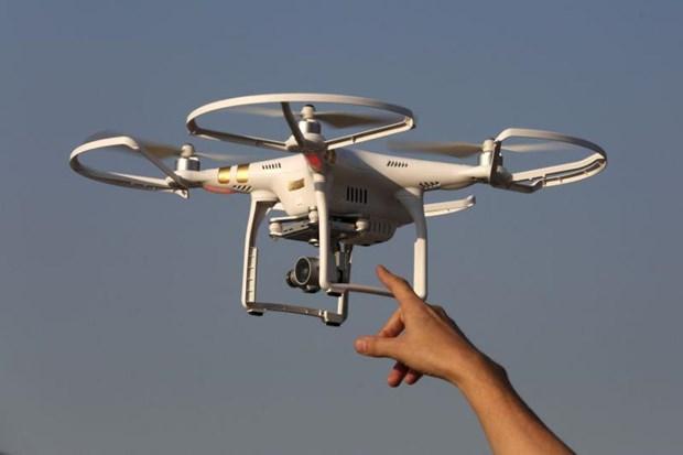 Singapore xet xu 2 nguoi bay flycam trai phep gan can cu quan su hinh anh 1