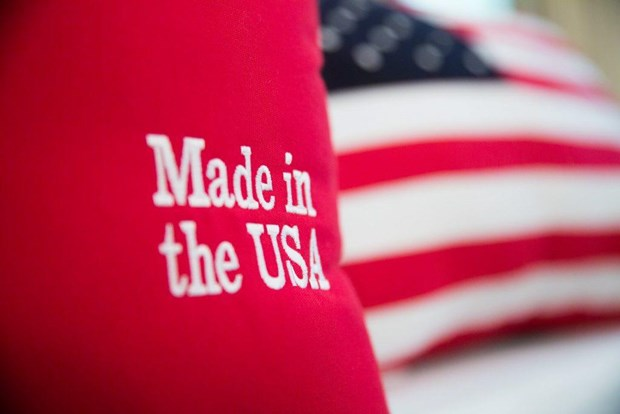 Tong thong My de ngo nang ty le noi dia hoa hang 'Made in America' hinh anh 1