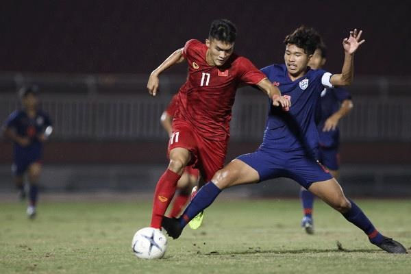 Hoa Thai Lan, U18 Viet Nam co nguy co bi loai tu vong bang hinh anh 2