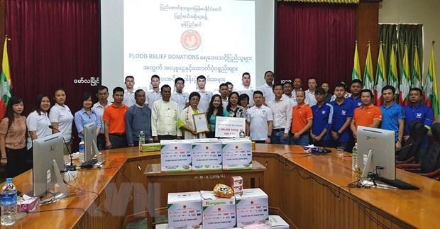Cộng đồng người Việt tại Myanmar cứu trợ người dân vùng lũ ở Mon