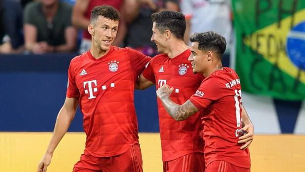 Lewandowski lap hat-trick, Bayern Munich thang vui dap Schalke 04 hinh anh 1
