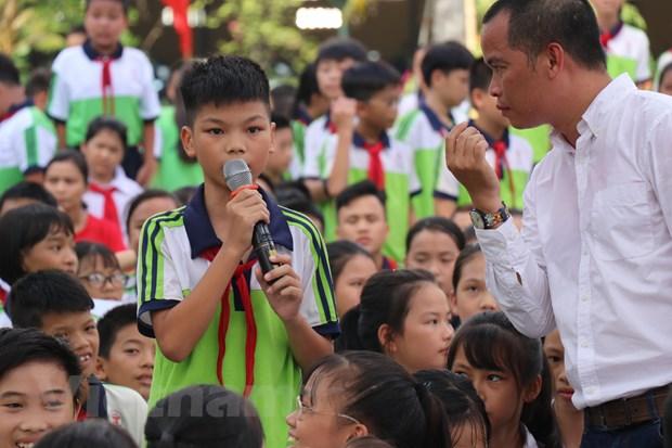 Doan Van Hau va dan sao Ha Noi FC so tai cung cac hoc sinh hinh anh 1