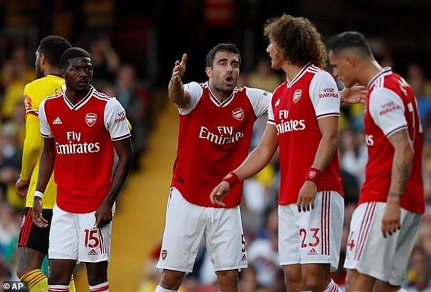 Mat diem truoc Watford, Arsenal lo co hoi chen chan vao top 3 hinh anh 2