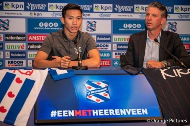 Van Hau phai cho them 2 ngay de tap buoi dau cung SC Heerenveen hinh anh 1