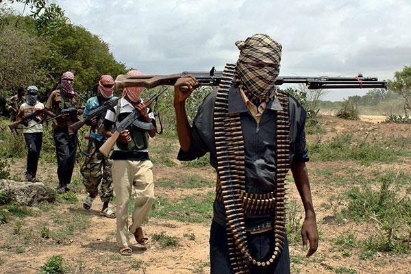 Somalia: al-Shabaab tan cong can cu quan su gan thu do Mogadishu hinh anh 1