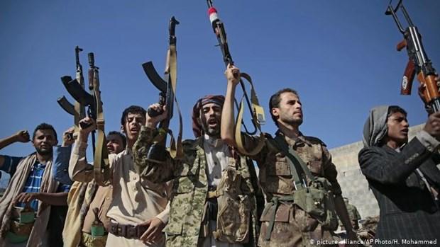 Houthi ban ten lua tu khu vuc dan su, vi pham luat phap quoc te hinh anh 1