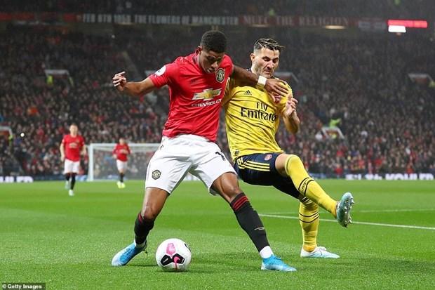 Chia diem voi Arsenal, Manchester United roi xuong vi tri thu 10 hinh anh 1