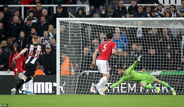 Ket qua bong da: Thanh Manchester 'om han,' Chelsea thang dam hinh anh 2