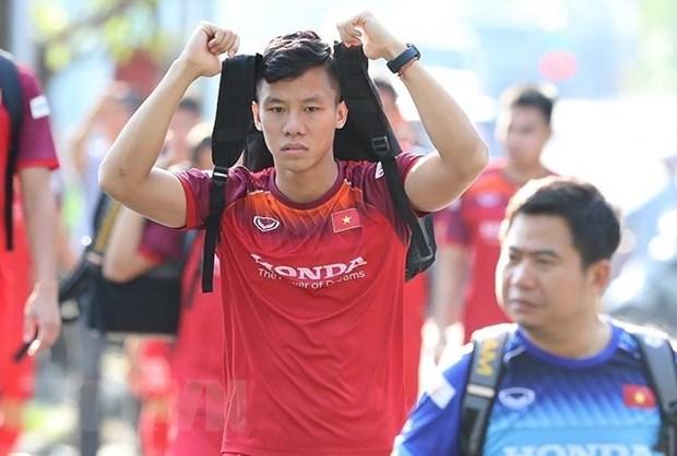 Tuan Anh cung Que Ngoc Hai mang tin mung den cho HLV Park Hang-seo hinh anh 2