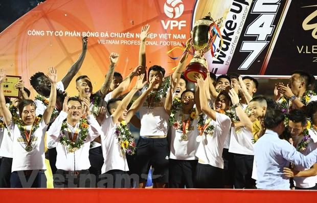 Ha Noi FC tang 100 qua bong co chu ky Quang Hai, Duy Manh... cho CDV hinh anh 1