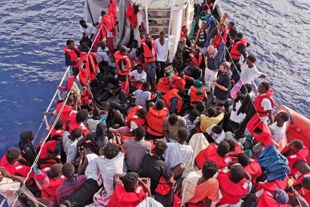 Hai quan Libya cuu 200 nguoi di cu bat hop phap o vung bien ngoai khoi hinh anh 1
