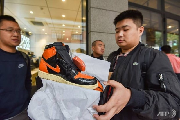 Ly giai ve 'con sot sneaker' dang can quet thi truong Trung Quoc hinh anh 1