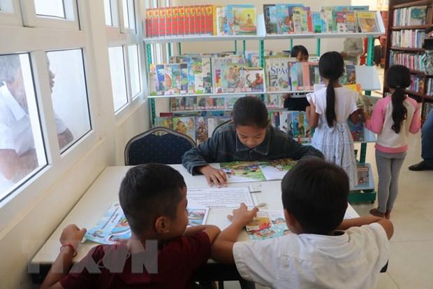 Viet Nam tang 500 dau sach cho Thu vien tinh Kampong Speu hinh anh 1