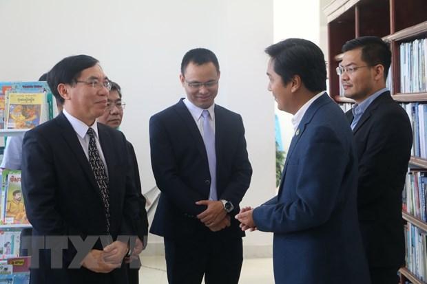 Viet Nam tang 500 dau sach cho Thu vien tinh Kampong Speu hinh anh 2