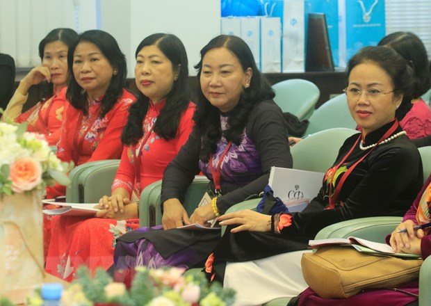 Phu nu Viet-Nga chung tay khang dinh vi the va tieng noi trong xa hoi hinh anh 2