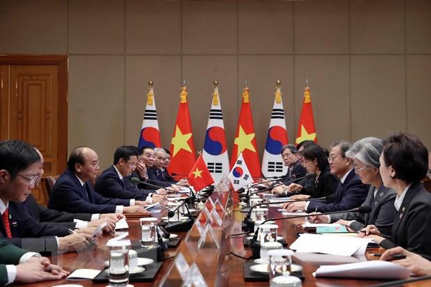 Thủ tướng Nguyễn Xuân Phúc hội đàm với Tổng thống Hàn Quốc Moon Jae-in. Ảnh: Thống Nhất/TTXVN