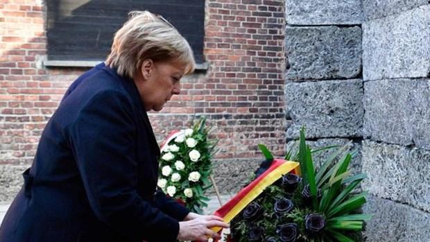 Thủ tướng Đức Angela Merkel lần đầu thăm trại tập trung Auschwitz