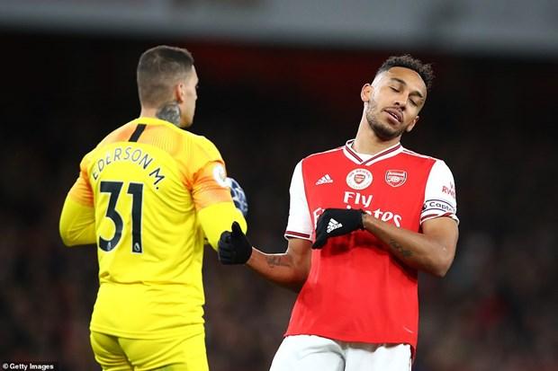 Manchester City vui dap Arsenal, M.U thoat thua tren san nha hinh anh 1