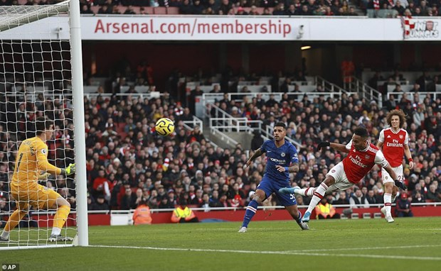 Chelsea nguoc dong danh bai Arsenal ngay tai san Emirates hinh anh 1