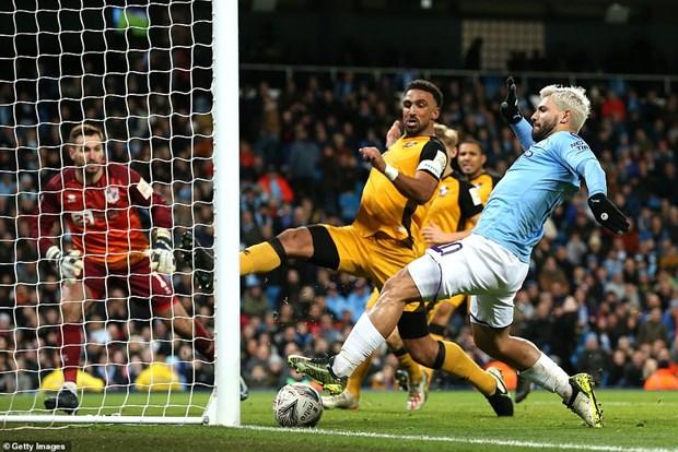 FA Cup: Man City thang tung bung, M.U 'bat luc truoc' Wolves hinh anh 1