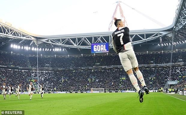 Ronaldo giup Juventus thang tung bung, Milan van 'bat luc' du co Ibra hinh anh 1