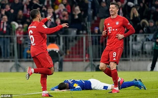 'Huy diet' Schalke 04, Bayern Munich chi con kem ngoi dau 1 diem hinh anh 1