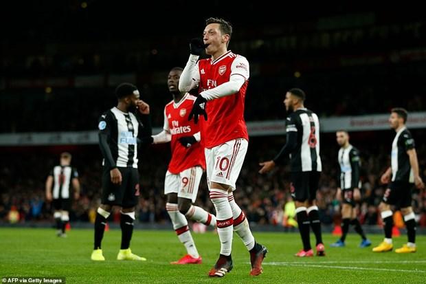 Premier League: Tottenham nguoc dong, Arsenal thang 'huy diet' hinh anh 2