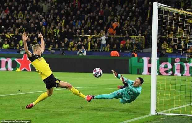 Champions League: Liverpool bai tran, Haaland 'ban ha' PSG hinh anh 2