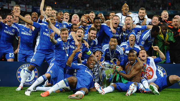 Ngay nay nam xua: Ha Bayern, Chelsea lan dau vo dich Champions League hinh anh 1