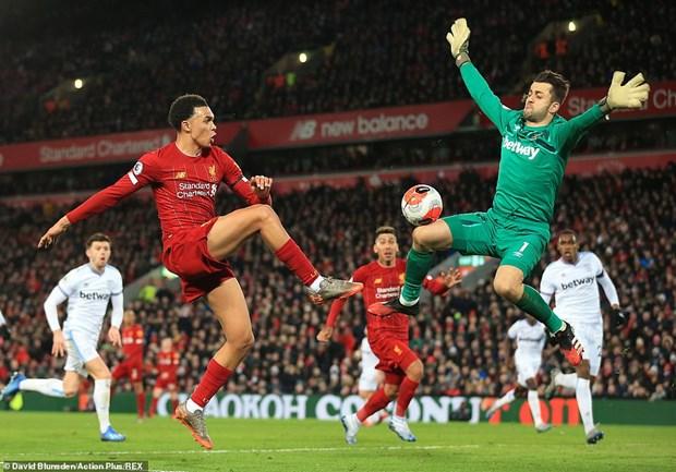 Liverpool chi con cach ngoi vuong Premier League 4 tran thang hinh anh 1